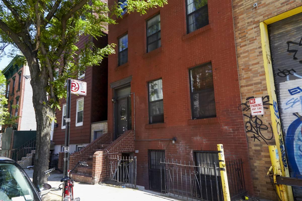 Appartement de Titus et Kimmy dans la série Unbreakable Kimmy Schmidt (immeuble vu de l'extérieur)