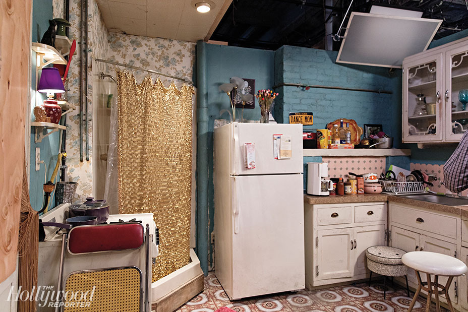 Appartement de Titus et Kimmy dans la série Unbreakable Kimmy Schmidt (douche dans la cuisine)