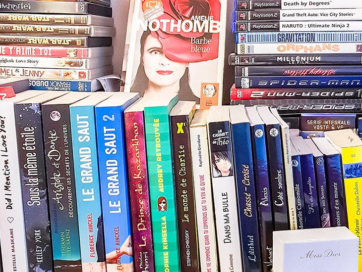 Lire plus de livres : les 9 erreurs idiotes à éviter à tout prix — Photo d'une étagères avec plusieurs livres réalisé par moi / Instagram @FranGeldon